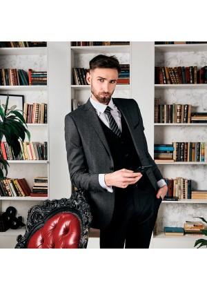 Костюм на высокий рост, серый фактурный пиджак и черными однотонными брюками