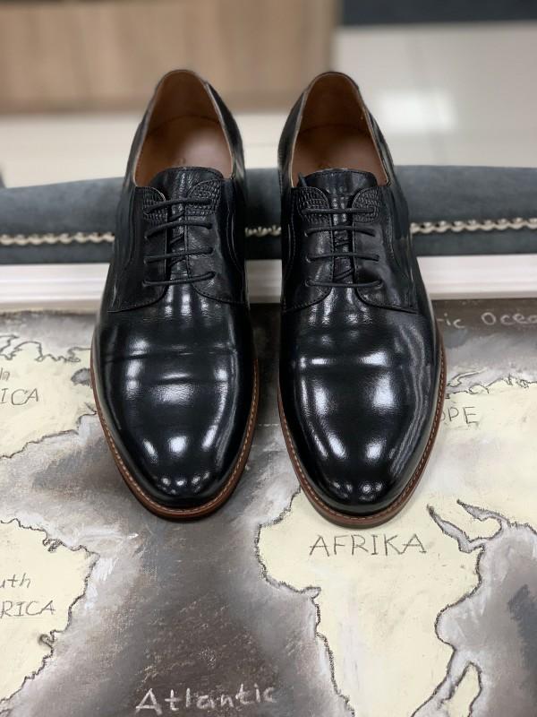 Туфли черные классические с коричневой подошвой