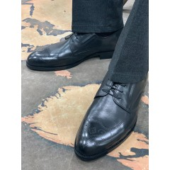 Туфли черные классические с брогированным  носом