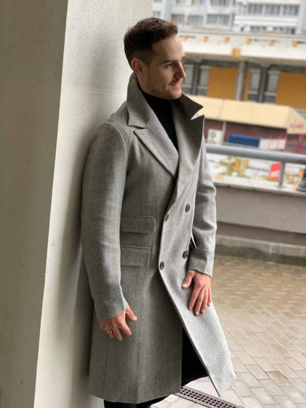 Пальто двубортное серое, рисунок елочка