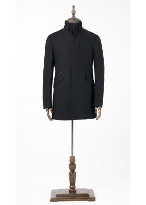 Пальто черное утепленное с кожаной отделкой